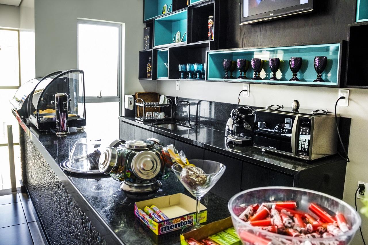 Cozinha Lanchonete – Balcão de apoio e Pia em Granito Preto São  #6F3A29 1280 853